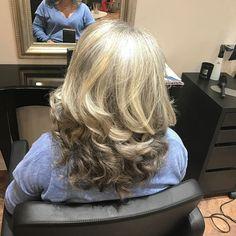 Bientôt sur le blog je vous parlerai de ce salon de coiffure dont j'adore le concept... L'aparté à Cannes! Corinne a su révéler ma chevelure Silver! Pour une fois que l'on ne veut pas me teindre les cheveux  Bonne soirée!  #coiffeur #laparte #silver #concept #cannes #cannesisyours #cotedazur #cotedazurnow #frenchriviera #mof #bientotmof #style #figaro http://themouse.org
