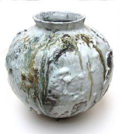 Moon Jar, White Akiko Hirai, 2011.Photo: Toshiko Hirai