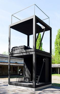 "Jeremie Maret builds a ""transparent tiny skyscraper"" on a Berlin industrial estate Container House Design, Tiny House Design, Velo Design, Small Modern Home, Modular Homes, Cabins In The Woods, Prefab, Play Houses, Interior Architecture"