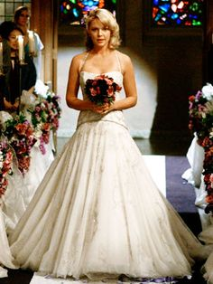 "Izzie Stevens (Katherine Heigl) married the handsome Dr. Alex Karev (Justin Chambers) on ""Grey's Anatomy,"" Heigl opted for an embroidered Kenneth Pool gown. It was nice to see Izzie out of scrubs. Grey's Anatomy, Gossip Girl Blair, Meredith Grey, Carrie Bradshaw, Izzie Stevens, Wedding Movies, Wedding Stuff, Youre My Person, Dream Wedding"