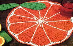 Delicious Crochet Orange Slice Placemat Pattern by PearlShoreCat Crochet Apple, Crochet Fruit, Quick Crochet, Crochet Table Mat, Crochet Placemats, Crochet Potholders, Crochet Kitchen, Crochet Home, Crochet Crafts