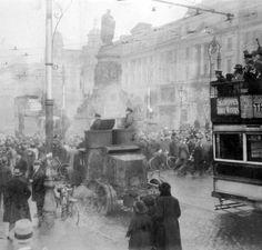 Photo Album Two - General Michael Collins Ireland Pictures, Old Pictures, Old Photos, Ireland 1916, Dublin Ireland, World Conflicts, Michael Collins, Modern History, Irish Men