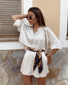Cute Casual Outfits, Stylish Outfits, Casual Dresses, Stylish Clothes, White Outfit Casual, White Blouse Outfit, Bright Clothes, Urban Style Outfits, Neutral Outfit