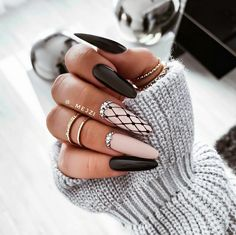 Do you like black nails? How about such a stylization . Long Black Nails, Black And Nude Nails, Black Ombre Nails, Cute Acrylic Nail Designs, Black Nail Designs, Almond Nails Designs, Soft Nails, Fancy Nails, Sparkle Nails