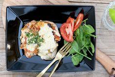 Veglasagne Food Inspiration, Vegetarian, Dishes, Chicken, Meat, Plate, Utensils, Buffalo Chicken, Cubs