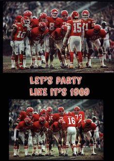 Kansas City Chiefs Shirts, Kansas City Missouri, Kansas City Royals, Nfl Football Players, Best Football Team, Football Season, Funny Football, Football Baby, Football Program