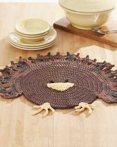 Gobble gobble! Crochet this turkey placemat for each of your table settings or as a cute hot pad centerpiece.