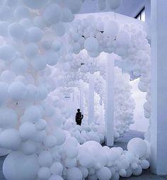 Charles Petillon art installation at Magda Gallery via Hypebeast Balloon Installation, Light Installation, Art Installations, 3d Street Art, Charles Petillon, Balloon Decorations, Wedding Decorations, Balloon Display, Party Deco