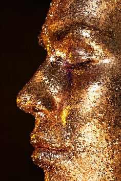 gold glitter - Art Meets Beauty by Carina Jahn & MUA Frauke Bergemann-Gorski