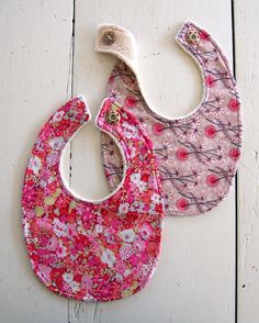 Liberty Baby Bibs 2-Sided -  FREE Sewing Pattern DOWNLOAD & TUTORIAL one side pretty cotton lawn reverses to drool soaking terry