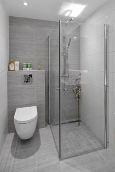 33 Ideas For Small Bathroom - kleines badezimmer Bathroom Layout, Modern Bathroom Design, Bathroom Interior Design, Bathroom Grey, Small Grey Bathrooms, Bathroom Wall Tiles, Small Bathroom Designs, Guys Bathroom, Toilet Tiles
