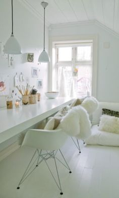 i mentaly furnish my future office... in white