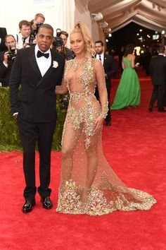"""Beyonce Knowles Photos Photos - Jay Z and Beyonce attend the """"China: Through The Looking Glass"""" Costume Institute Benefit Gala at the Metropolitan Museum of Art on May 4, 2015 in New York City. - 'China: Through The Looking Glass' Costume Institute Benefit Gala - Arrivals"""