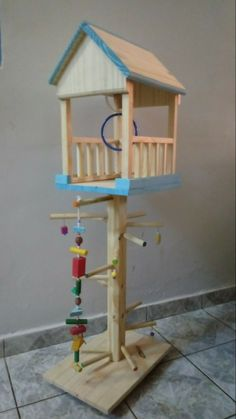 Parquinho playgroud,casa da arvore Cockatiel Toys, Cockatiel Care, Budgies, Homemade Bird Toys, Diy Bird Toys, Parrot Perch, Bird Perch, Conure Cage, Bird Play Gym