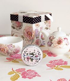 Still looking for something for your mum on Mother's Day? This is one of the prettiest offerings that I've seen from Harney and Sons tea; they always have quality.