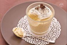 Il semifreddo al caffè è un delizioso e fresco dolce al cucchiaio, una valida alternativa al gelato, da gustare durante i mesi più caldi.