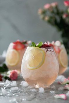 This Rosé Lemonade Elderflower Sangria is the most refreshing summer cocktail! It's super easy to make, only 5 ingredients, and is easily multiplied to serve a crowd! All you need is dry rosé, freshly squeezed lemon juice, a touch of simple syrup for swee Cocktail Rose, Cocktail Drinks, Cocktail Recipes, Alcoholic Drinks, Beverages, Margarita Recipes, Lemonade Cocktail, Cocktail Night, Wine Drinks