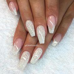 V-french with white glitter #naglar #nagelkär #nagelteknolog #naglarstockholm #nagelförlängning