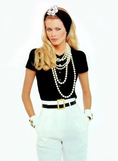 Vintage Fashion Chanel Spring/Summer 1995 Claudia Schiffer photographed by Karl Lagerfeld - Chanel Fashion, 90s Fashion, Love Fashion, Runway Fashion, Vintage Fashion, Fashion Outfits, Fashion Design, Fashion Details, Couture Fashion