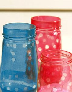 Twinkling garden lights - stick on dots, paint with glass paint, remove dots Crafts With Glass Jars, Mason Jar Crafts, Mason Jar Diy, Bottle Crafts, Outdoor Candle Holders, Outdoor Candles, Outdoor Lighting, Spray Paint Flowers, Art Activities For Kids