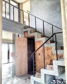 Estudio FAARQ Facundo Arana - Casa ES Moderna - Portal de Arquitectos Home Stairs Design, Interior Stairs, Home Room Design, Dream Home Design, House Design, Concrete Staircase, Modern Staircase, Garage To Living Space, Industrial House