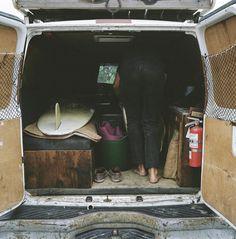 Après avoir lâché son boulot de designer à New-York, Foster a vécu selon ses propres règles dans différents véhicules. Il a traversé une grande partie du pays en surfant, pêchant, et en campant ; il vient de terminer son deuxième portfolio à paraître en bouquin, Home is Where You Park It.