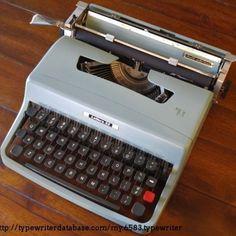 Jeg købte min første skrivemaskine af den mand, der havde lært mig at skrive blindskrift oppe under taget i hovedbygningen på Sct. Michaels skole i Kolding - min gamle skolelærer, hr. Terp. Den brugte skrivemaskine kostede 150 kr., som jeg betalte kontant; jeg havde tjent dem ved at synge i kirkekoret i Kristkirken. Jeg hentede min Olivetti hjemme hos ham på Peter Tofts Vej med en følelse af formentlig selv at kunne forme mit liv fra da 😊