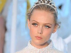 Promi-Make-up-Artist Georgie Harris verriet ihre Tricks für einen makellosen, ebenmäßigen Teint.