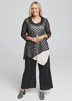 Roxanne 3/4 Sleeve Top #takingshape #plussize #curvy