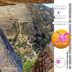 Esta toma está realizada desde el paraje de los Merenderos, donde se domina la ciudad de Cazorla y en este caso el Castillo de La Yedra.