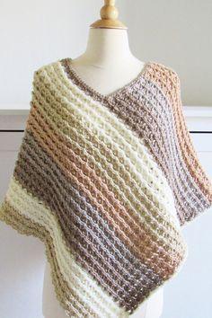 Poncho Au Crochet, Crochet Scarves, Crochet Clothes, Easy Crochet, Knit Crochet, Knitted Shawls, Crochet Vests, Crochet Wraps, Poncho Shawl