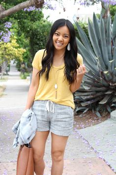 6059d36a77 ... four tips to mix up summer outfits with shorts! Blue linen shorts +  yellow tee + White earrings + Denim jacket + tote bag