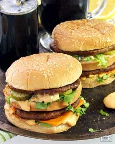 Two vegan Big Mac style burgers - Essen :p - Delicious Vegan Recipes, Vegetarian Recipes, Cooking Recipes, Healthy Recipes, Burger Recipes, Tvp Recipes, Cooking Fish, Vegetarian Dinners, Cooking Ideas