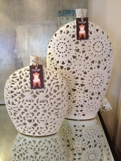 vases..these would be so easy to DIY....coupled of doilies and some mod podge