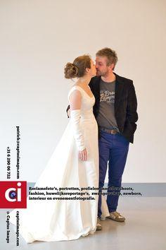 12 jaar later - Tijdens het huwelijksweekend in de Stadskerk (Vrije Baptistengemeente Groningen) heb ik portretten geschoten van de aanwezige stellen. #mooi #liefde ..  Ik maak reclamefotos, portretten, profielfotos, doe fotoshoots met modellen, fashion, huwelijksreportages,... - huwelijk, liefde, portret, serie -  http://see.captusimago.com/12-jaar-later/