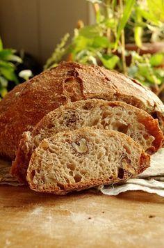 Эту нехитрую формулу хлеба на закваске придумала француженка Фло Маканаи . Удивительно, но хлеб по ее рецепту получается всегда и у всех, даже у совсем-совсем… Savoury Baking, Bread Baking, Rustic Bakery, Bread Recipes, Cooking Recipes, Crazy Kitchen, World's Best Food, Bread Bun, Cute Desserts