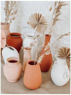 Terracotta Vase, Handmade Home Decor, Diy Home Decor, Handmade Design, Diy Painted Vases, Do It Yourself Inspiration, Old Vases, Diy Painting, Painting Vases