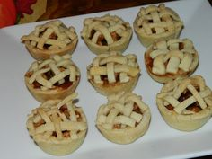 Mini Apple Pies at a Thanksgiving Mini Dessert Buffet #thanksgiving #desserts