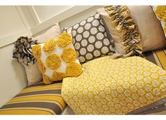 love the pillows, would love that quilt, too!