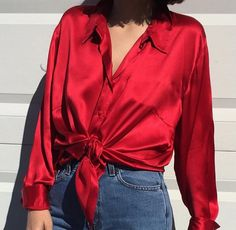 Silk shirt tie it Fashion 90s, Look Fashion, Red Fashion Outfits, Gothic Fashion, Blouse Sexy, Red Blouse Outfit, Red Shirt Outfits, Red Top Outfit, Bustier Outfit