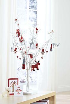 4 Fab Ways to Use a White Tree - Hobbycraft Blog #christmastree #whitetree #hobbycraftwhitetree