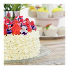 Bløtkakeoppskrift Bløtkake er en superpopulær, lett og god kake. )
