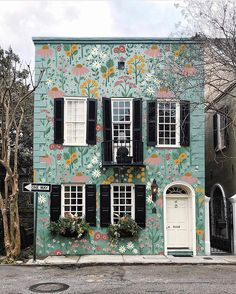Paint the world - Charleston edition 💛The world we live in can be whatever we decide it to be. What do you want the world to look like? Beautiful Buildings, Beautiful Homes, Exterior Design, Interior And Exterior, Haus Am See, Cute House, Mural Art, House Goals, My Dream Home