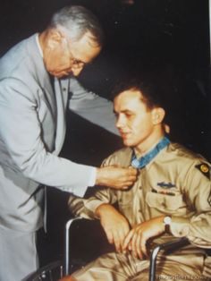 President Harry S. Truman presenting The Medal of Honor to a Sergeant who received the award for gallantry with the Infantry Infantry Division near the village of Birgel, Germany in December Washington D. Presidents Wives, American Presidents, American History, American Pride, Medal Of Honor Winners, Medal Of Honor Recipients, World History, World War Ii, Army Sergeant