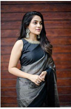 Silk Kurti Designs, Cotton Saree Designs, Saree Blouse Designs, Blouse Patterns, South Indian Wedding Hairstyles, Set Saree, Sari Design, Saree Poses, Stylish Dresses For Girls