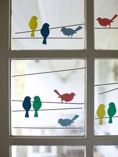 Украшения окна с наклейками-птицами