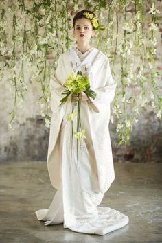 Your wedding day one of the most imoprtant days of your life. Colored Wedding Dresses, Bridal Dresses, Japanese Wedding Kimono, Wedding Hair Half, Japanese Costume, European Wedding, Bouquet, Traditional Wedding Dresses, Japanese Outfits