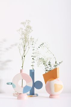 Jan 2020 - We've made a careful selection of home accessories, since the sparkling vases and ornaments to sumptuous tabletop pottery and ceramics. See more ideas about Home accessories, Pottery and Decor. Design Blog, Deco Design, Design Trends, Wooden Vase, Ceramic Vase, Ceramic Pottery, Totems, Genius Ideas, Keramik Design