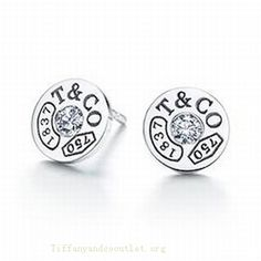 "These look like they say ""TACO"". I love Tacos Tiffany Outlet 1837 Circle Earrings Diamonds Tiffany Outlet, Tiffany And Co, Tiffany Blue, Look Fashion, Fashion Beauty, Womens Fashion, Fashion 2014, Fashion Ideas, Tiffany Earrings"
