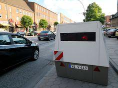 OLG Frankfurt -Az.: 2 Ss-OWi 845/18 -Beschluss vom 22.11.2018 1. Der Antrag der Betroffenen auf Zulassung der Rechtsbeschwerde gegen das Urteil des Amtsgerichts Bad Hersfeld vom 25. [...] #Rechtsanwalt #Anwalt #Recht #Urteile #Bussgeld #Verkehrsrecht #Bussgeldbescheid #Bussgeldverfahren #Verkehrsstrafrecht #Ordnungswidrigkeit #Geschwindigkeitsmessung #Blitzer #PoliScanSpeed #EnforcementTrailer (Symbolfoto: Von Andreas Krumwiede/Shutterstock com)